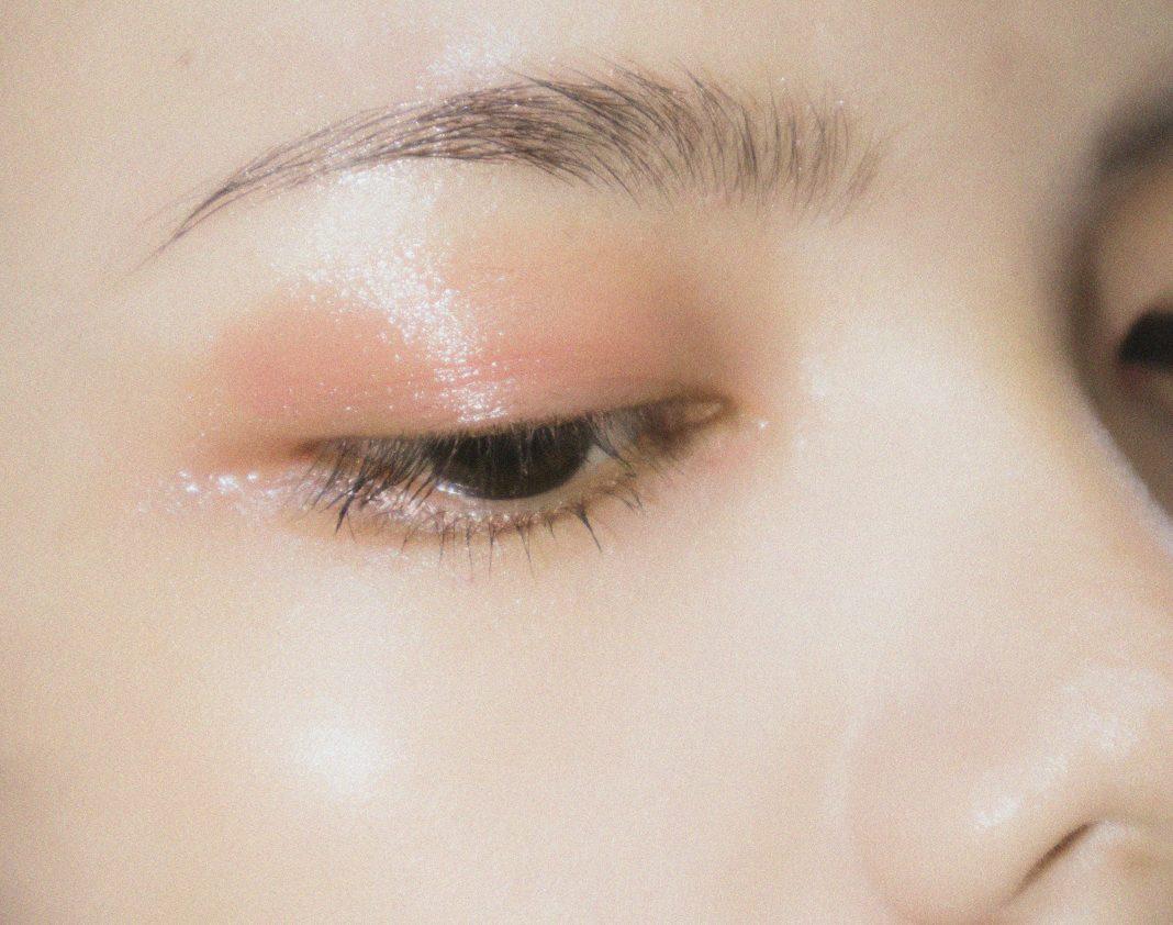 Quick cute eye shadow.